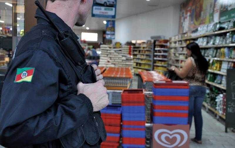 Resultado de imagem para segurança de supermercado
