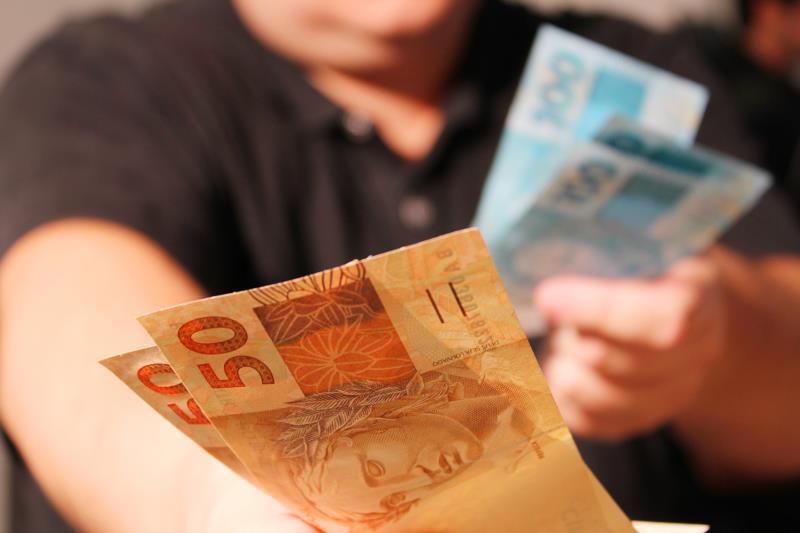 Resultado de imagem para Salário mínimo de R$ 954 entra em vigor